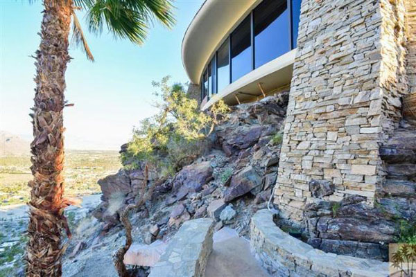Pure Bliss – Prestigious Home in Palm Springs – Southridge on Sale