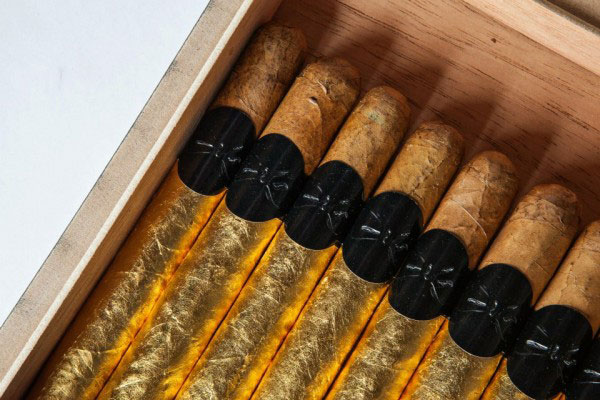 The Black Tie - Gold Hand-Rolled Cigar Box Set