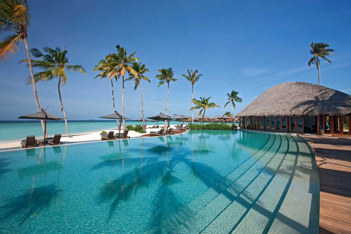 Feel the luxury at constance halaveli maldives resort for Luxury resorts