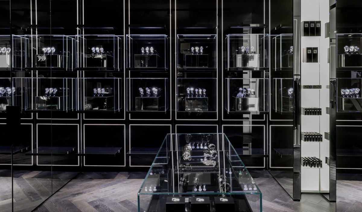karl lagerfeld s first concept store opened in the heart. Black Bedroom Furniture Sets. Home Design Ideas