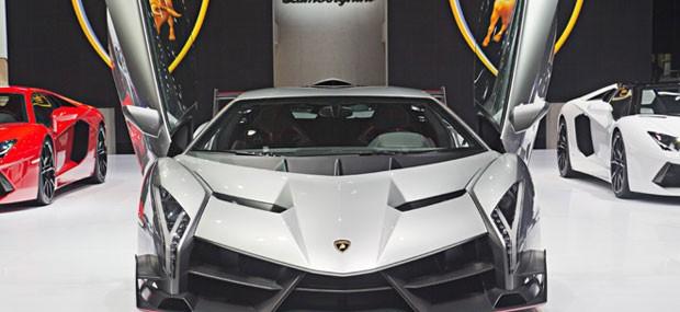 Lamborghini Veneno debuts in Geneva