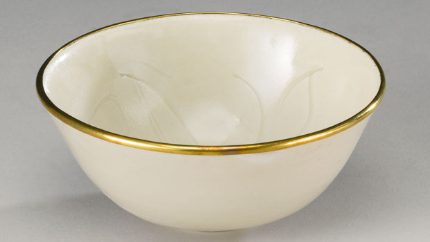 Rare Chinese Bowl Bought for $3 at Garage Sale Sold for $2.2 Million at Sotheby&#8217;s