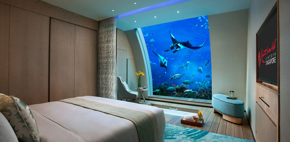 Living under the sea ocean suites at singapore 39 s resort for Fish hotel tank