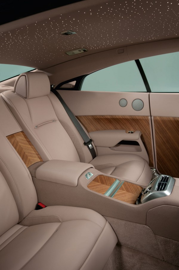 rolls royce wraith debuts at geneva extravaganzi. Black Bedroom Furniture Sets. Home Design Ideas