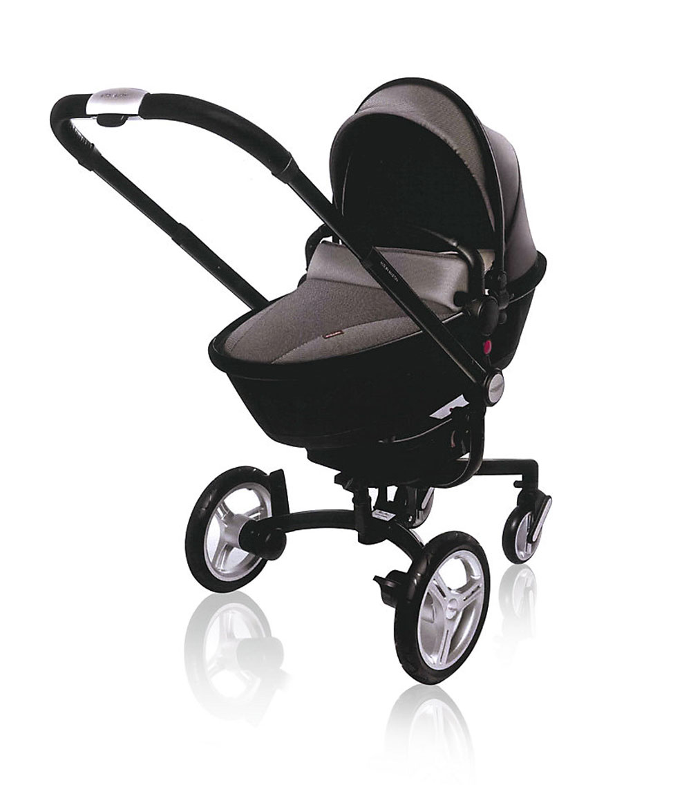 Silver cross surf by aston martin for 007 baby extravaganzi for Mercedes benz baby pram