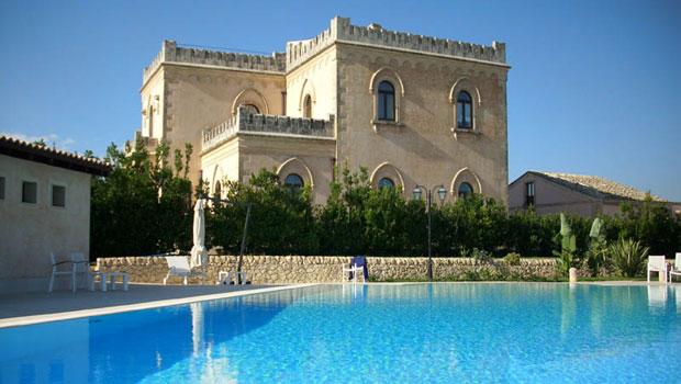 Villa Villino Dorato – Experience Luxury Holiday in Castle-like Fortress in Sicily