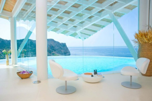 This is a spectacular modern property for sale in Majorca designed by the renowned architect Alberto Rubio.