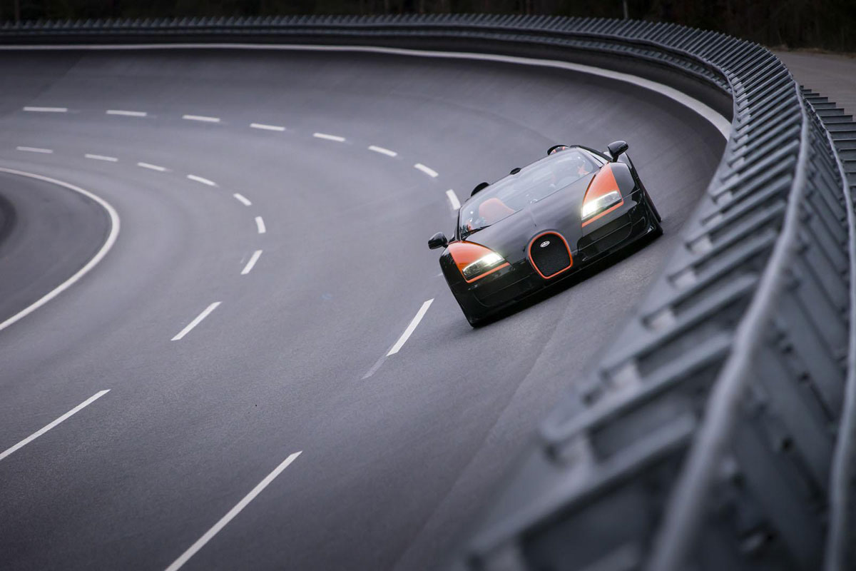 bugatti veyron grand sport vitesse is the fastest convertible in the world. Black Bedroom Furniture Sets. Home Design Ideas