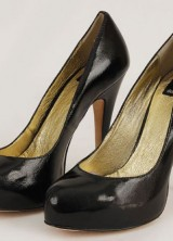 Sarah Jessica Parker's Dolce Vita black leather pumps