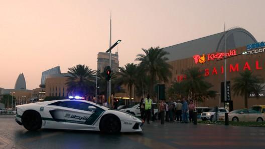 Dubai police welcome Lamborghini Aventador cop car