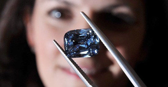"Bulgari's Rare Blue Diamond Set in ""Trombino"" Ring Sold For Record £6.2 Million at Bonhams"