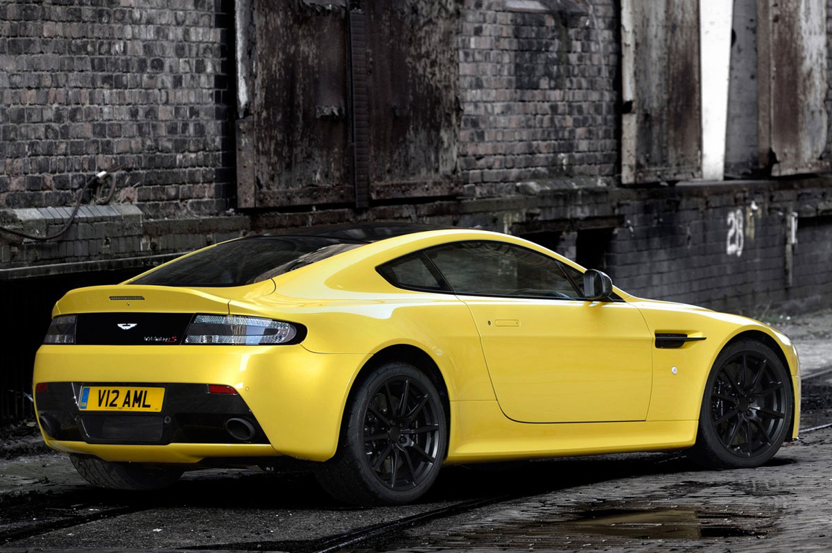 2015 aston martin v12 vantage s latest hd cars wallpapers portfolios police cars n much more. Black Bedroom Furniture Sets. Home Design Ideas