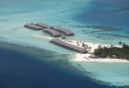 This ultra-luxurious 5-star Constance Moofushi Resort in Maldives combines a ravishing natural setting with a holiday-inspired design