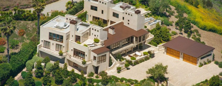 Prime Estate Atop Billionaire's Beach