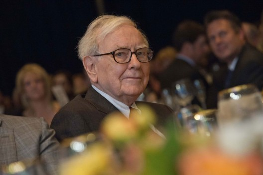 Buffett plans to auction lunch for charity in June