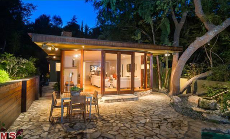 Anna faris selling her hollywood hills home extravaganzi for Buy house hollywood hills