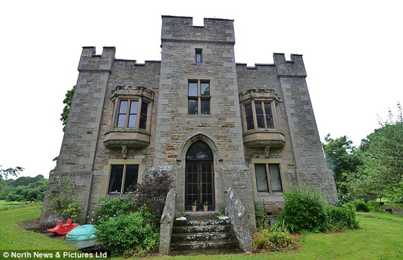 Rent a bellister castle in haltwhistle for just 2 300 for Castle type house plans