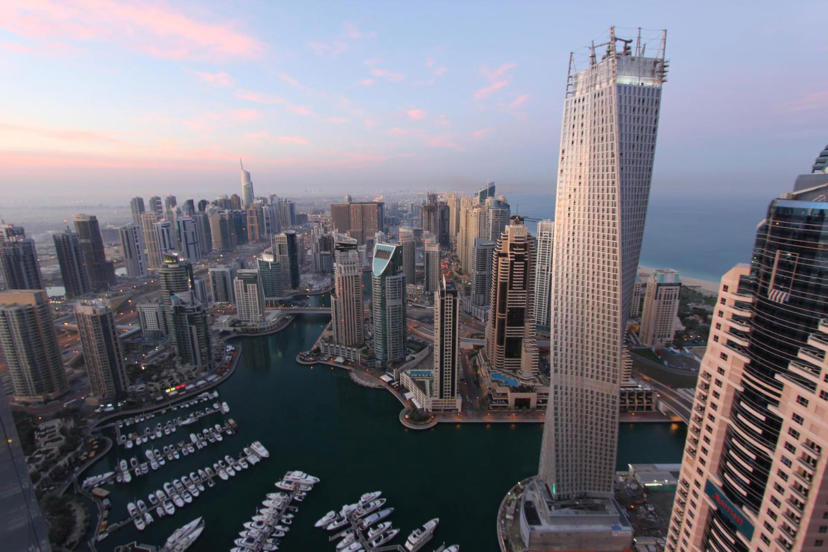 cayan tower in dubai tallest twisted building in the world extravaganzi. Black Bedroom Furniture Sets. Home Design Ideas