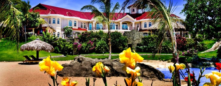 A massive Mediterranean-style mansion in the Dominican Republic is headed to auction on May 15.