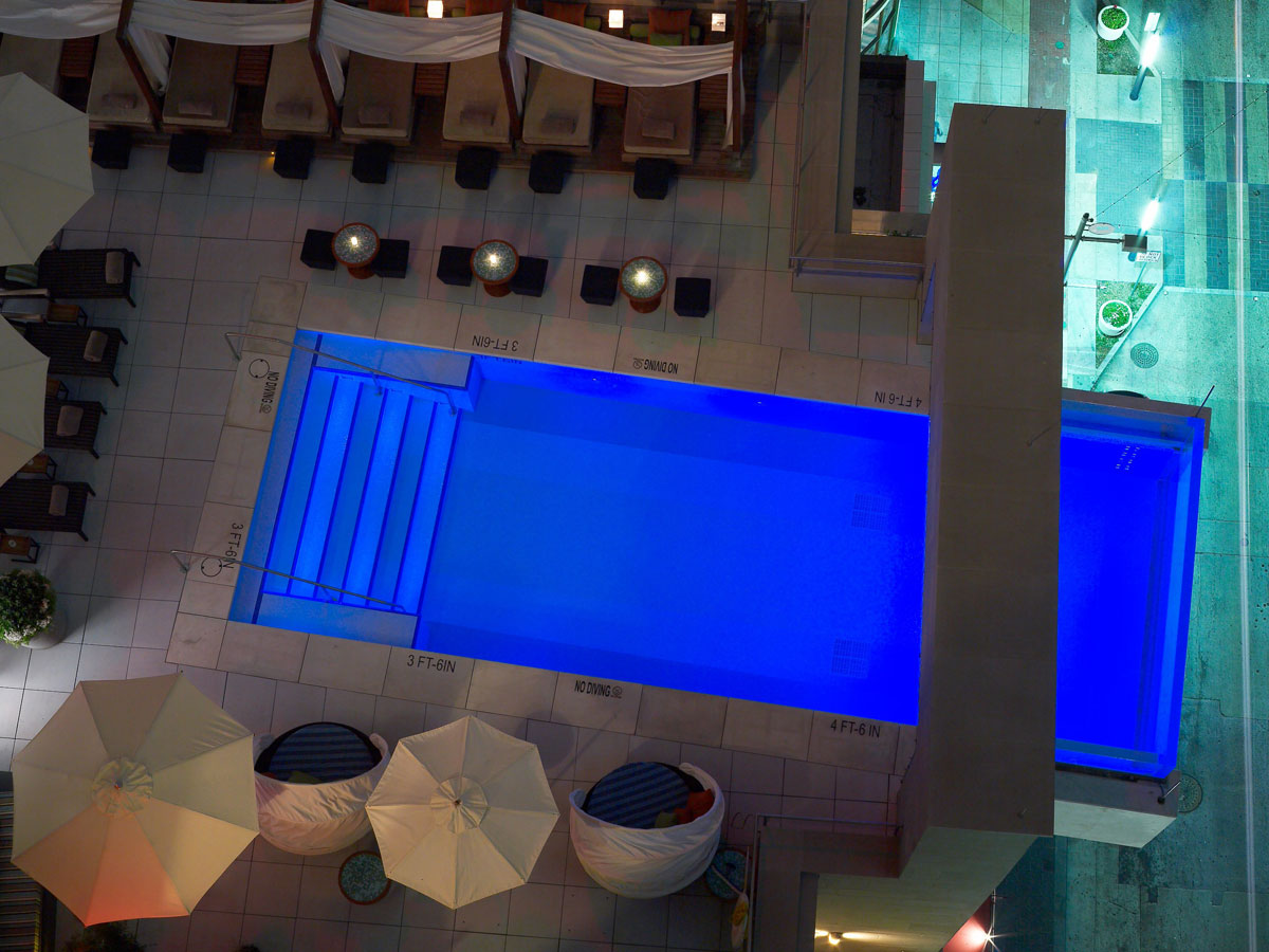 Top 10 craziest swimming pools ever the simply luxurious for Hotels in dallas with indoor pools