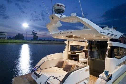 New Galeon 430 Skydeck Sports Yacht