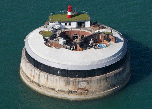Private island Spitbank Fort situated 1.6 kilometers from the coast Hemfira offers access to the world's most expensive romantic date at a cost of $52,000.