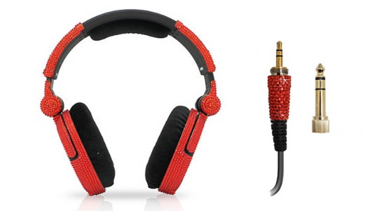 iWave Crystal Headphones screams bling even without making any noise