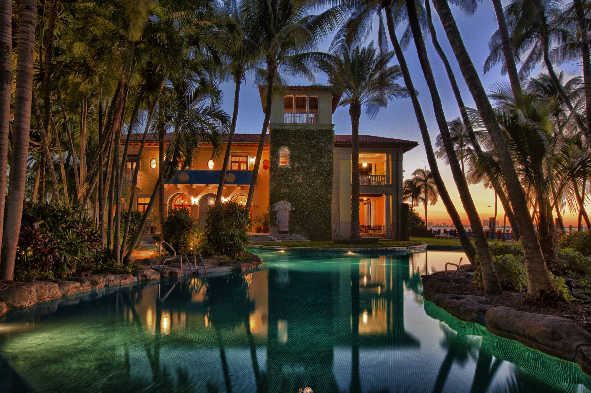 Castello del sol luxury miami beach waterfront estate for Biggest house in miami