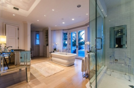 Celine Dion, a star that does not need much to introduce, selling her house at Jupiter Island, Florida via a Canadian realtor