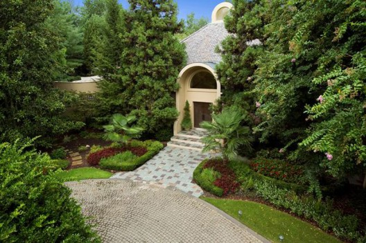 Co-Founder of Home Depot Sells his Mansion