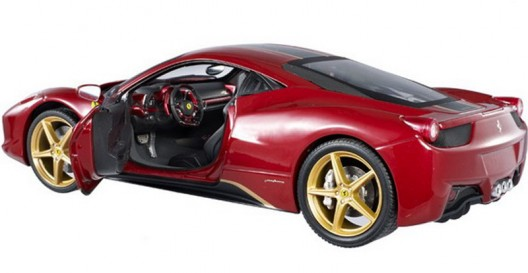 Lovers of miniature cars now have the opportunity to choose from two interesting cars in scale of 1:18