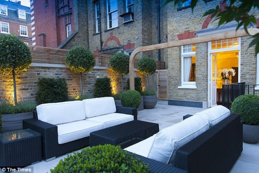 Alexander-McQueen's-Mayfair-Apartment-on-Sale-3