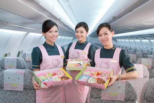 Hello-Kitty-jumbo-jet-(B777-300)-1
