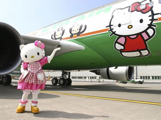 Hello-Kitty-jumbo-jet-(B777-300)-2