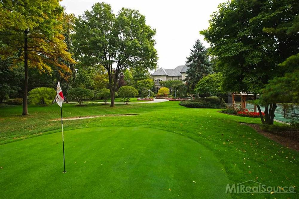 Art Van Founders Lakeside Mansion On Sale For 159 Million