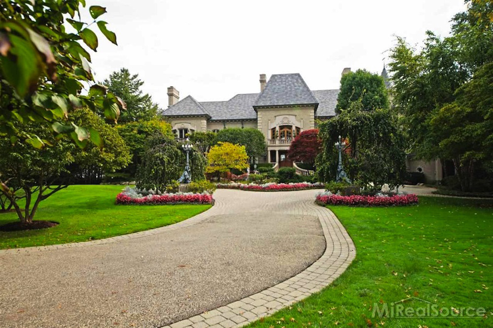 Art Van Founder's Lakeside Mansion on Sale for $15.9 Million