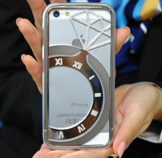 Koku---$38,400-Diamond-Studded-iPhone-Case-2