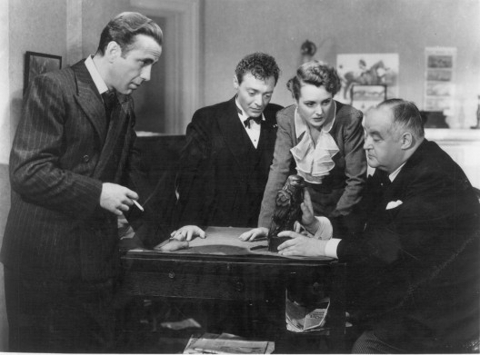 -Maltese-Falcon-from-the-1941-movie-2