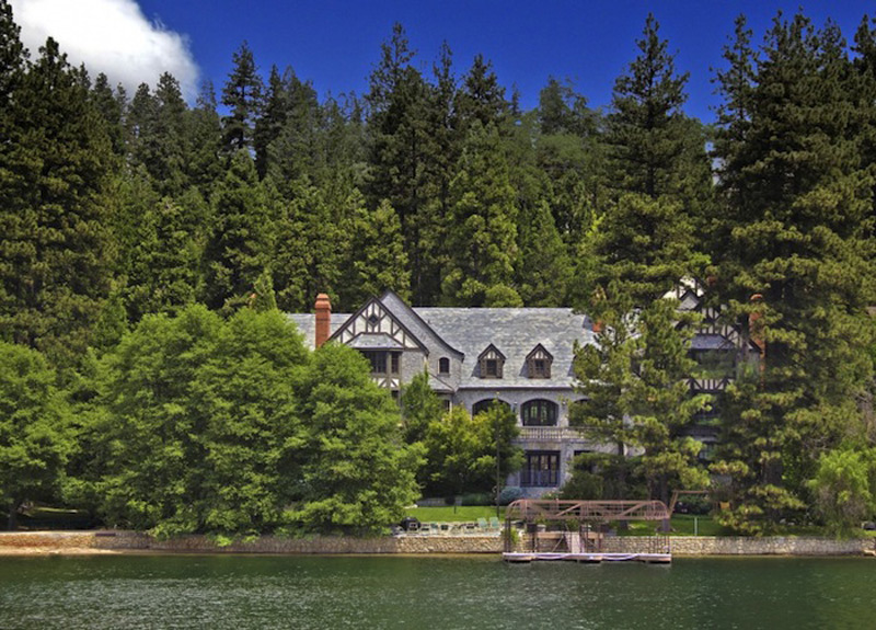 Luxury Rainbow Point Waterfront Estate on Sale
