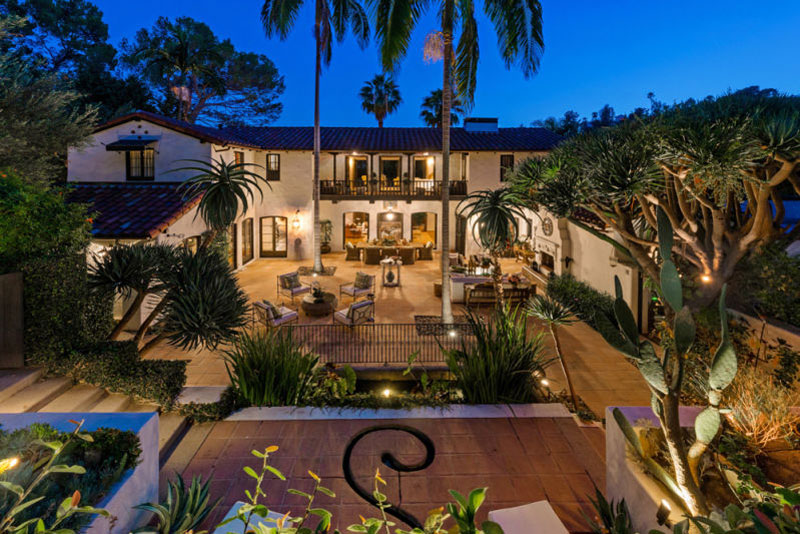 Robert pattinson 39 s hacienda style home in los feliz on for Spanish style fountains for sale