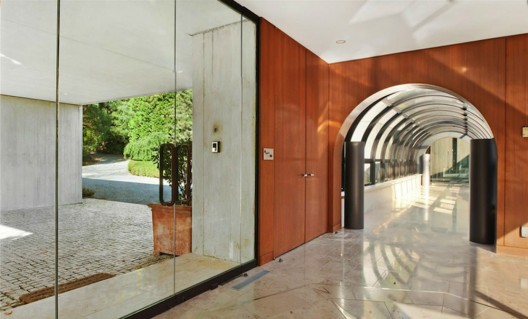 Twin Ponds, an absolutely stunning contemporary glass home in Bedford Hills is on sale