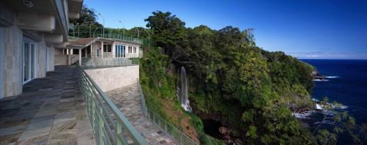 Waterfalling Estate - Hawaiian Ultimate Getaway on Sale for $26,5 Million