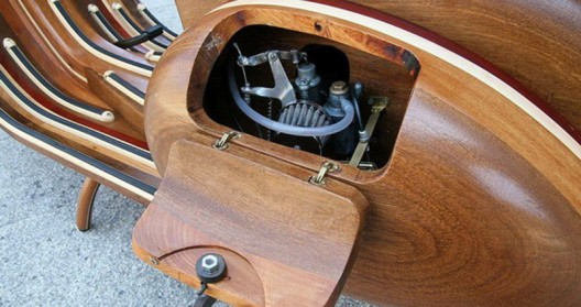 Vespa, which is the work of a carpenter Carlos Alberto looks really awesome