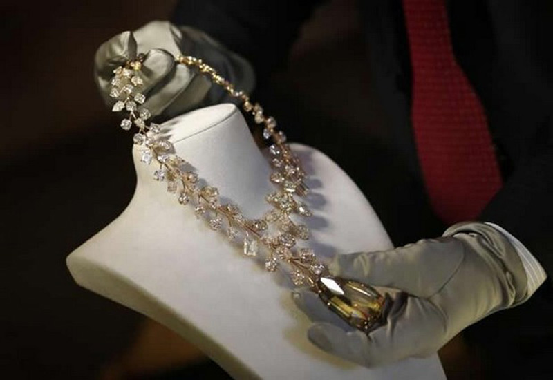 One more record for mouwad l incomparable is world 39 s for Most expensive jewelry