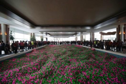 Shanghai hotel creates world's largest ball pit