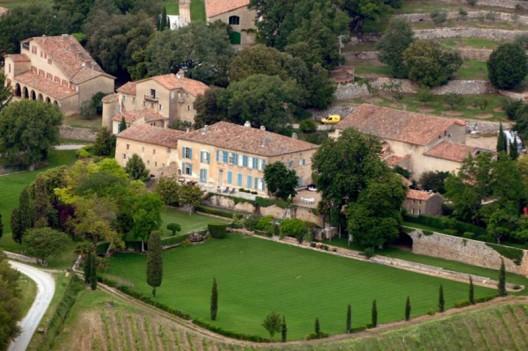Angelina Jolie and Brad Pitt start winemaking business