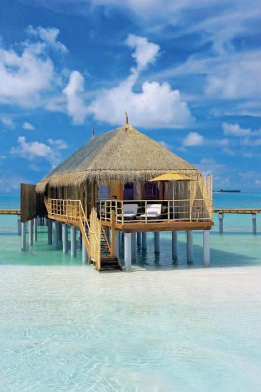Luxurious Constance Moofushi Maldives Resort