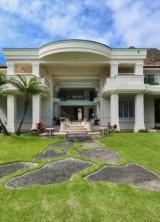 Hawaiian Oceanfront Diamond Head Road Estate on Sale