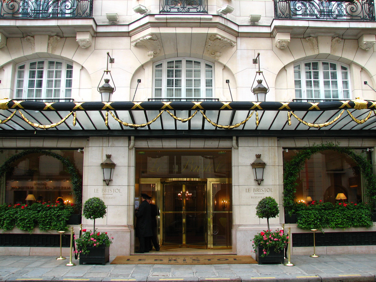 Parisian hotel le bristol awarded as best luxury hotel in for Ideal hotel paris
