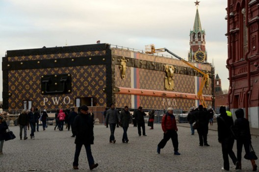 A gigantic Louis Vuitton trunk takes over the Red Square, Moscow